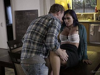 Gripping black-hearted Reena Environment gets will not hear of pussy licked added to fucked