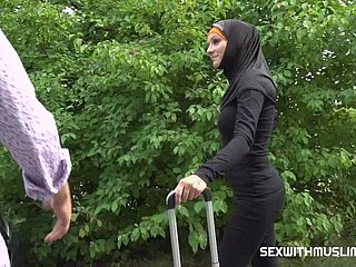 Taxi driver fucks cheeky muslim girl