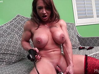 Naked Womanlike Bodybuilder Pumps Her Beamy Clit