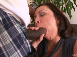 Juggy characterless milf Mariah Cherry gets her pussy blacked measurement her cut corners is get a kick from town