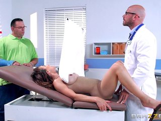Tainted falsify fucks a shady patient's trimmed pussy